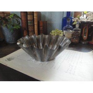 画像1: フランス  アンティーク ブリキ製 ケーキモールド (花びら)